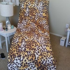 Other - Leopard microfiber lounge or beach chair cover